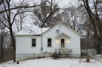 Charming 2 Bed/1 Bath Fixer-Upper in Washington Schools for Sale