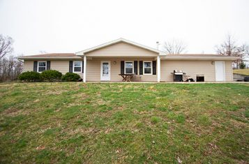 571 Clark Road Eolia Missouri Singl571 Clark Road Eolia, Missouri Single Family Home On 16± Acres For Sale – Lincoln Countye Family Home on 16± Acres for Sale – Lincoln County