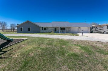 Beautiful Home on 39± Acres with 2 Lakes and Hunting Opportunities for Sale! – Marion County